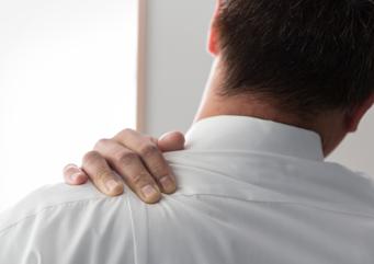 当院は、鍼灸を通じて患者さまの痛みの改善のみならず、 持続した体調の管理を行い、患者さまが生活をより楽しく、 より良く過ごせるようになることを目標としております。  人間はひとりひとり性格が異なるように、 症状にも、個々人の特徴が出てくるものです。 肩こりという症状一つをとっても、 例えば、重い荷物を常に肩に下げている、 パソコン作業のお仕事で、常に同じ姿勢をしている、 強いストレスにさらされているetc..。 身体に起こる現象には、必ず原因があるものです。